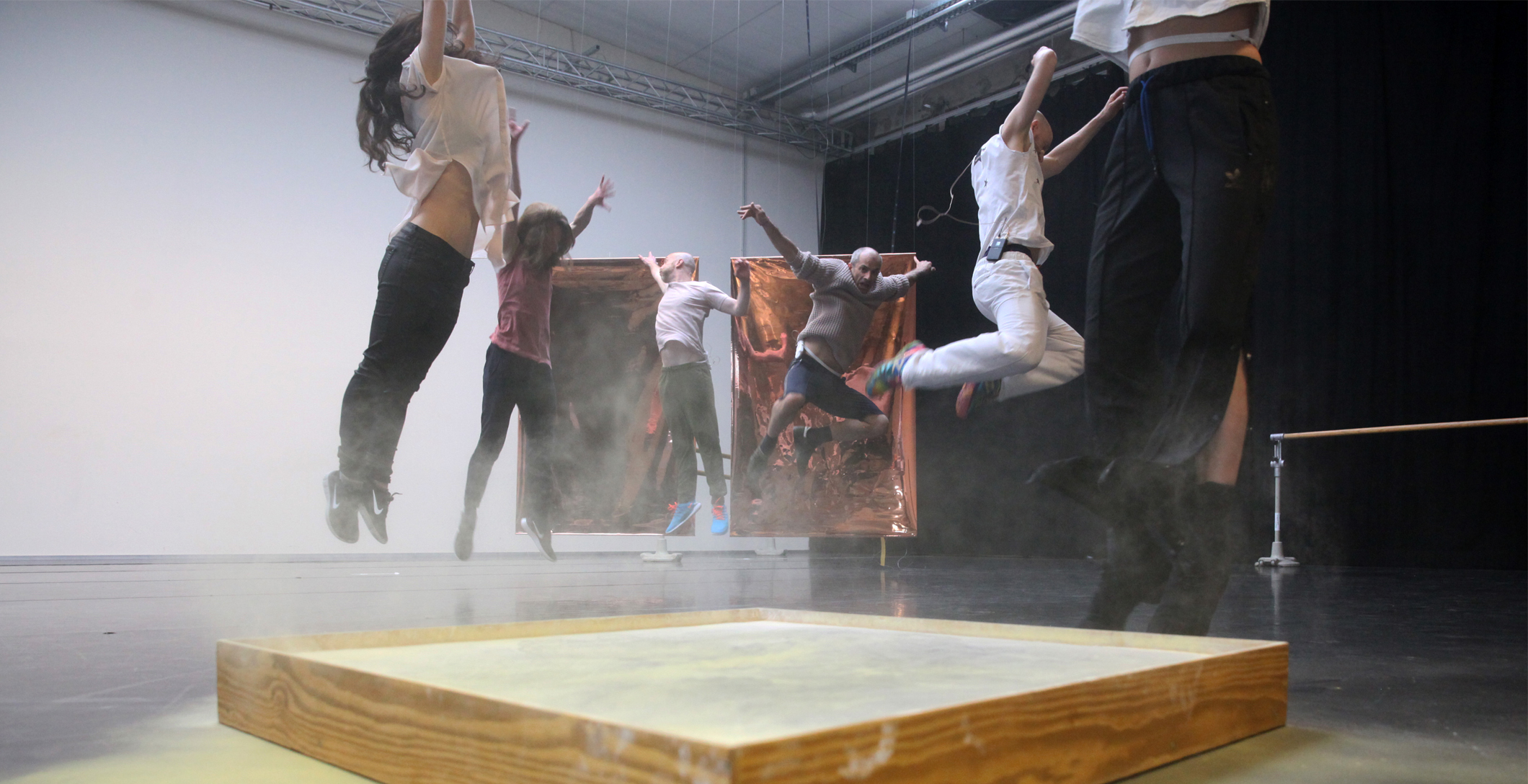 DANCE ON ENSEMBLE – Those specks of dust | Kat Válastur